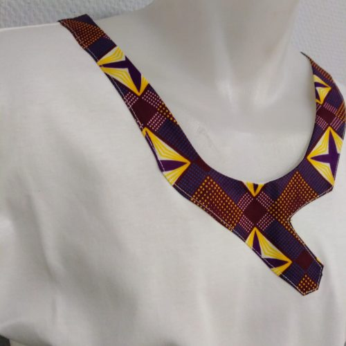 Cotton tee shirt with details on collar
